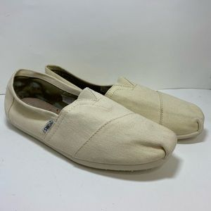 Toms beige/ cream color Size 9.5 Mens